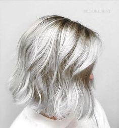 38 Silver Hair Color Ideas - Hottest Grey Hair Trend From white hot platinum to smokey dark grey, the silver hair color trend is here and not going anywhere anytime soon. Dive on in and see which of these sexy shades suits you best! Silver Blonde Hair, Grey Hair Lob, Hair Color Silver Grey, Silver Hair Styles, Grey Hair Colors, Short Silver Hair, Short White Hair, Silver White Hair, Platinum Hair Color