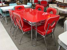 in production after nearly 70 years: Acme Chrome Dinettes made from 1949 to 1959 Acme midcentury modern/retro chrome dinette sets - still in production today!Acme midcentury modern/retro chrome dinette sets - still in production today! Vintage Stil, Vintage Decor, Retro Vintage, Vintage Homes, Modern Retro, Midcentury Modern, Vintage Trends, Danish Modern, Retro Kitchen Tables