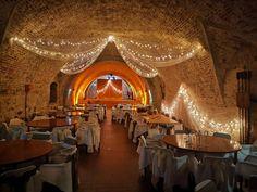 Egy kastély minden menyasszony álma #wedding #decor #hochzeit #esküvő #weddinglights #weddinginacastle Minden, Lights, Decor, Wedding, Decoration, Lighting, Decorating, Rope Lighting, Candles