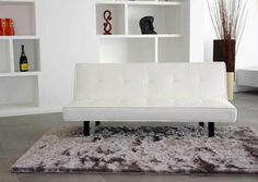 Ob als einfaches Sofa oder in seiner umgewandelten Form als Schlafsofa: Giulia aus der Loft Kollektion von Kasper-Wohndesign überzeugt durch ihr elegantes Design. Einfach hinreißend!