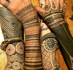 Spyder spinning tatoo tribal lines Henna Tattoos, Et Tattoo, Piercing Tattoo, Tattoo You, Arm Band Tattoo, Body Art Tattoos, Sleeve Tattoos, Cool Tattoos, Tribal Tattoo Designs