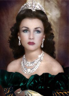 The Beautiful Queen Fawzia, Queen of Iran and Royal Princess of Egypt. If Hedy Lamarr was a queen, she would look like this; Royal Crown Jewels, Royal Crowns, Royal Tiaras, Royal Jewelry, Tiaras And Crowns, Jewellery Uk, Silver Jewellery, Glamour, Fawzia Fuad Of Egypt