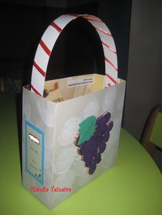 Pão-por-Deus - com recurso a caixas de cereais e rolhas Working With Children, Halloween, Paper Shopping Bag, Lunch Box, Kids Work, Crafts, Books, Cereal Boxes, All Saints Day
