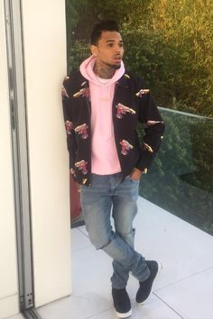 Discover exactly what clothes Chris Brown is wearing. Chris Brown And Royalty, Chris Brown Style, Breezy Chris Brown, Trey Songz, Big Sean, Ryan Gosling, Rita Ora, Nicki Minaj, Chirs Brown
