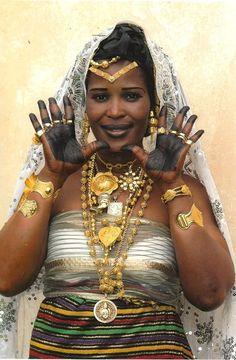 """wahaladey:  """" Malinke bride from Ivory Coast / Mariée malinke de Côte d'Ivoire  credits: Viviane Froger Fortaillier  """""""