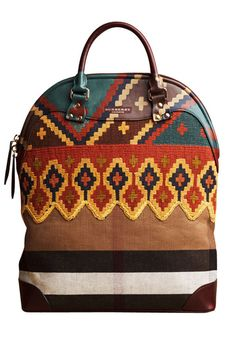 Bohemian Chic Is In Burberry has gone boho! This handbag is a beautiful blend of traditional Burberry and boho-chic. Burberry Prorsum, Burberry 2014, Look Fashion, Fashion Bags, Fashion Guide, Fall Fashion, Womens Fashion, Fashion Trends, Duffle