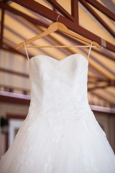 Pronovias Planeta wedding dress, Cape Cod wedding  Photography: Summer Street Photography - www.summerstreetphotography.com  Read More: http://www.stylemepretty.com/2015/05/16/elegant-beachfront-cape-cod-wedding/