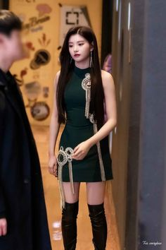 Yiren's visual👌💖 Korean Women, South Korean Girls, Korean Girl Groups, Cool Girl, Cute Girls, Black Pink Dance Practice, Elegant Girl, Indian Designer Outfits, Korean Actresses