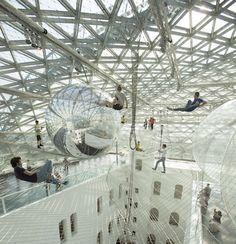 """Die Installation """"in orbit"""" des argentinischen Künstlers Tomás Saraceno im K21 Ständehaus in Düsseldorf lockt Besucher in schwindelerregende Höhe."""
