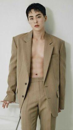 Exo Chen, Exo Xiumin, Kim Min Seok, Xiu Min, Exo Showtime, Kim Minseok Exo, Bruce Lee, Asian Men, Asian Guys
