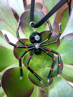 Spider Necklace ~ Halloween Jewelry by beadifulexpressions Halloween Beads, Halloween Jewelry, Halloween Spider, Holiday Jewelry, Spider Costume, Beaded Crafts, Beaded Ornaments, Wire Crafts, Jewelry Crafts