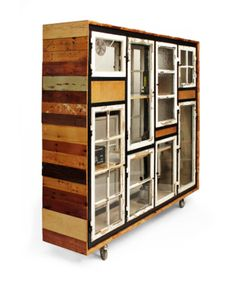 Green Room Devider - Old windows… Recycled Furniture, Cool Furniture, Painted Furniture, Furniture Design, Plywood Furniture, Room Deviders, Old Windows, Green Rooms, Home And Deco