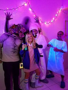 Since Stranger Things debuted on Netflix in July 2016, it's been one of the most talked about shows out there – and it also seems like it was tailor made for perfect Halloween costumes. The characters are colorful, bold, and unique, wearing clothes that makes them instantly recognizable to those ~in the know~ . They also aren't too difficult to DIY, and one of them even comes with the wonderful option of eating Eggo waffles all night long. Theme Halloween, Creative Halloween Costumes, Diy Costumes, Costumes For Women, Costume Ideas, Costume Halloween, Diy Halloween, Halloween College, Halloween Couples