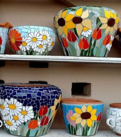 Mosaic flowers on pots planters Mosaic Planters, Mosaic Garden Art, Mosaic Tile Art, Mosaic Vase, Mosaic Flower Pots, Terracotta Flower Pots, Mosaic Artwork, Mosaic Crafts, Mosaic Projects