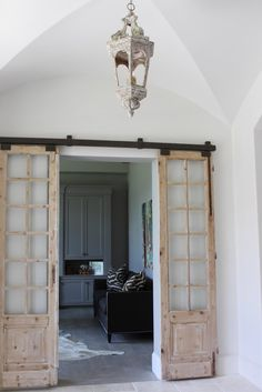 Home Decor: Modern and Rustic Interior Sliding Barn Door Designs. Find design inspiration with these beautiful modern and rustic sliding barn door designs. With DIY kits available, anything can be transformed into a barn door. The Doors, Windows And Doors, Panel Doors, Green Windows, Small Doors, Interior Sliding Barn Doors, Sliding Doors, Sliding Cupboard, Cupboard Doors