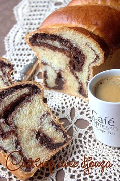 Recette cozonac brioche roumaine Breakfast And Brunch, Bread And Pastries, Bread Recipes, Cooking Recipes, Blondie Brownies, Blondies, Bagel, Family Meals, Sweet Recipes