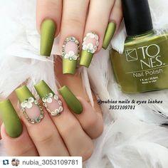 flower art crystals on a see through satin green 3d Acrylic Nails, Stiletto Nail Art, Matte Nails, Acrylic Nail Designs, Silver Nails, Rhinestone Nails, Usa Nails, Green Nail Designs, Long Nail Art