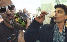 CHEGAMOS COM NOSSO PRIMEIRÍSSIMO DAILY VLOG - Gourmet a dois Por Aí!   E nesse vídeo você confere um pouco da nossa experiência no 1º Festival de Hambúrguer no Rio de Janeiro e na 4ª Edição do Vinho na Vila que também aconteceu aqui no Rio!   Conta pra gente o que você achou do nosso rolê!   Link na bio ou http://ga2.me/lyt  #vinho #gourmet #hamburguer #instagood #instafood #vlog #lifestyle #ga2 #gourmetadois