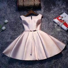 2dcd5c6b7d Short Sleeveless Lace-up Elegant Homecoming Dress