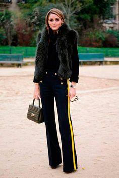 Olivia Palermo usa calça flare com riscas coloridas e colete de pelos pra um look invernal