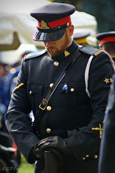 Leather Men, Black Leather, Hot Cops, Police Uniforms, Army Soldier, Men In Uniform, Dress Gloves, State Police, Hair And Beard Styles