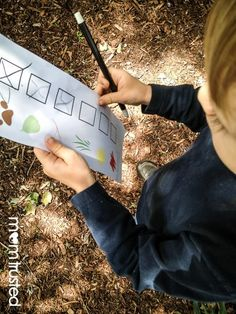 Nature walk scavenger hunt. For a casual fun afternoon with the kids (free printable)