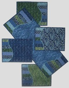 Wonder if this would be a good project for using the Quilt as you go method - Making Waves Placemats and tablerunner by Laurie Shifrin Mini Quilts, Small Quilts, Quilted Placemat Patterns, Quilt Patterns, Placemat Ideas, Table Runner And Placemats, Quilted Table Runners, Quilt Placemats, Patchwork Quilting