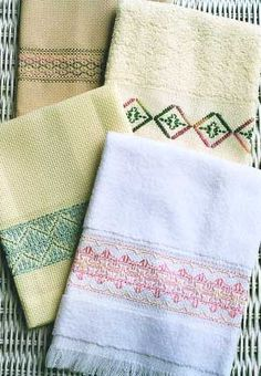 Swedish Weaving FingertipTowels by In A Gentle Fashion Embroidery Techniques, Embroidery Stitches, Hand Embroidery, Swedish Sewing, Huck Towels, Swedish Weaving Patterns, Swedish Embroidery, Monks Cloth, How To Make Rope