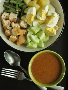 Gado-Gado Salad and Peanut Sauce