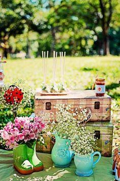 Summer Picnic Decorating Ideas | Summer Picnic themed birthday party with So Many Cute Ideas via Kara's ...