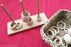 Emil und Mathilda: DIY - einfaches Steckspiel für Oskar Montessori Baby, Montessori Activities, Toddler Activities, Montessori Materials, Practical Life, Class Activities, Kids And Parenting, Creations, Diy