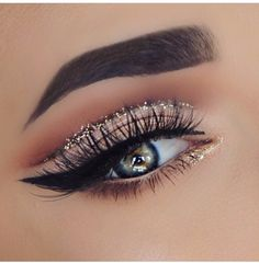 Make-Up: Smokey eyes with a touch of glitter