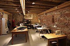 Atelier, sartoria, vintage, retrò, tailor's shop, costume shop.  Ph. Fabio Cussigh