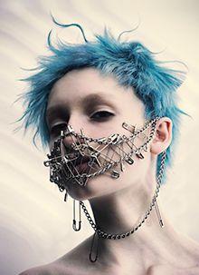KHA 関西ヘアドレッシングアワード 2018 ライジングスター部門 受賞作品ギャラリー -ガモウ関西- Makeup Inspiration, Character Inspiration, Poses, Punk Mode, Estilo Punk Rock, Chica Punk, Kreative Portraits, Style Feminin, Photographie Portrait Inspiration