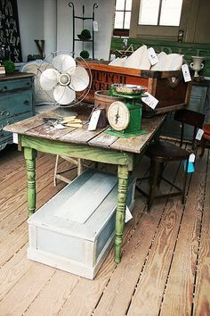 Would love to have this and paint the base white. Keep it in my kitchen as extra space for decorating cupcakes!