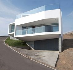 Modern House With Volumes Overlooking The Sea By Vertice Arquitectos