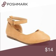 Pointed-Toe ballet flats for toddler First off, the color is MUCH better in person. Online, it appears yellowish/taupe,however, it's more of a true camel color. And it's darling!! Looks great with skinny jeans, skirts and dresses! Never been worn! Old Navy Shoes Dress Shoes
