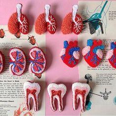 Eva Verbruggen - Textileartist (@hetateliervanevav) • Instagram-foto's en -video's Crochet Earrings, Embroidery, Photo And Video, Cool Stuff, Pretty, Punch Needle, Instagram, Videos, Needlework