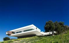 Villa Escarpa by Mario Marins Atelier | Ozarts Etc
