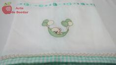 Fralda de boca disponível para compra em: http://www.elo7.com.br/artedebordar   Personalizamos ao seu gosto.