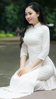 Ao Dai, Beautiful Asian Women, Beautiful Indian Actress, Vietnamese Dress, Stylish Girl Pic, Cute Asian Girls, Beauty Full Girl, Asian Woman, Asian Beauty