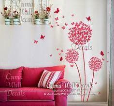 ศิลปะการตกแต่งกำแพง: กำแพงมีชีวิตชีวาด้วยต้นไม้ผีเสื้อสีชมพูแดง