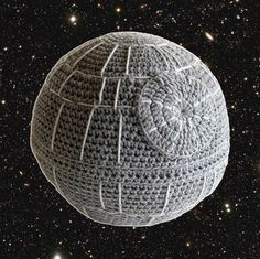 Death Star Pillow  •  Free tutorial with pictures on how to make a pillow in 2 steps #howto #tutorial