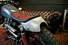 City Cafe Scrambler. Crouching Tiger, Hidden 'Dragon' Motorcycle Design by shenfu (Thanh Ho Ngo) Cafe Racers Graz, Austria. Flying round the corners smoothly where others have no choice but to slow down. Vintage. Lifestyle. Piece of Art. Samurai. Compact. Flexible. But yet powerful enough. . . . . #titanmotorcycles #custom #motorcycle #handcrafted #austria #caferacer #vintage #bikes #lifestyle #motorrad #markyourterritory #samurai » #honda #cb250 Motorcycle Workshop, Motorcycle Design, Honda Cb250, Graz Austria, Vintage Bikes, Cafe Racers, Scrambler, Custom Bikes, Samurai