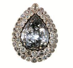 Dünyaca meşhur olan ve Topkapı Sarayı'nda parlaklığı ile ün salan Kaşıkçı Elması, 86 karat olup 49 tane elmas ile bezenmiştir