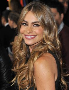Sofia Vergara – Middle Parting With Waves Over 40 Hairstyles, Easy Hairstyles For Long Hair, Celebrity Hairstyles, Layered Hairstyles, Elegant Hairstyles, Hairstyles Haircuts, Charlize Theron, Sandra Bullock Cheveux, Sofia Vergara Hair Color
