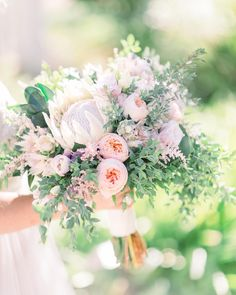 """135 mentions J'aime, 11 commentaires - Wedding & Portrait Photography (@sisterleephotography) sur Instagram : """"soft and lovely spring bouquet inspiration """""""