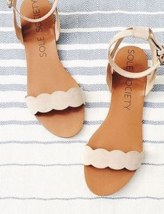 summer accessories & a few beauty favorites (caitlin cawley) - Schuhe - Best Shoes World Cute Sandals, Cute Shoes, Women's Shoes, Me Too Shoes, Shoe Boots, Flat Shoes, Pretty Sandals, Simple Sandals, Shoes Flats Sandals