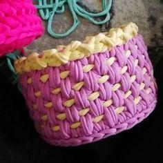 Photos and Videos Crochet Geek, Crochet Stitches, Knit Crochet, Knitting Videos, Crochet Videos, Crochet Basket Pattern, Crochet Patterns, Yarn Projects, Crochet Projects