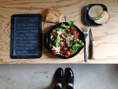 """Menu du jour 21/05 - Salade batavia bio + tomates + champignons antiparti de chez PAISANO + graines de courges bio - """"Sandwich"""" courgette + cream cheese + saumon fumé bio - Baguette"""